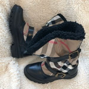 Burberry Housecheck Mid Weather Boot Size 5